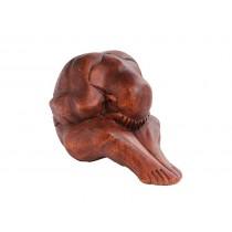 Monge Yogi com Pés Esticados
