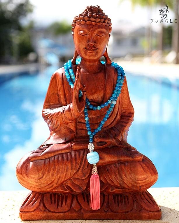 Escultura de Buda Ambientada com Japamala