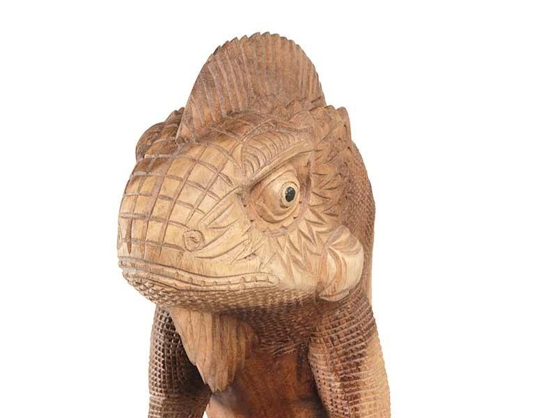 Iguana em Madeira Entalhada