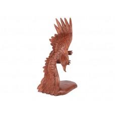 Àguia voando feita em madeira