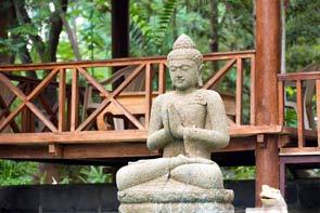 Estátua Buda em Pedra