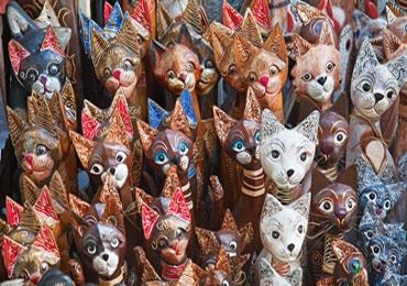 Esculturas de Gatos em Madeira
