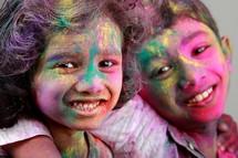 Crianças Indianas Reforçam seus Laços de Amizade