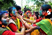 Ruas da India Lotadas no Holi