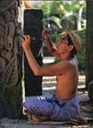 Balines entalhando em Pedra